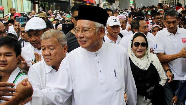 Singapura dikabarkan mengembalikan uang senilai US$37 juta atau Rp514 miliar ke Malaysia yang diduga berhubungan dengan skandal korupsi lembaga investasi 1MDB.