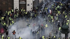 Massa 'Rompi Kuning' Prancis Kembali Bentrok dengan Polisi