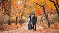<p>Saat Anisa Rahma dan Anandito jalan-jalan ke Korea. Romantisnya pasangan ini seperti pemain drama Korea ya, he-he-he. (Foto: Instagram @anisarahma_12)</p>