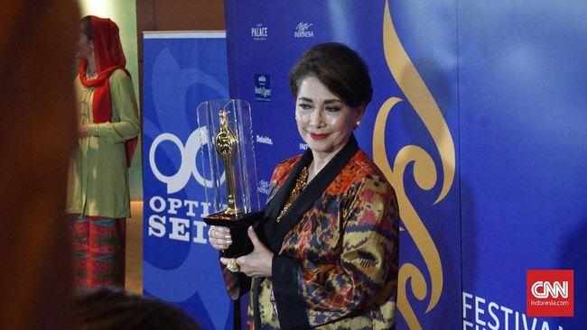 Berakting sejak 1967, aktris senior Widyawati mengaku bahagia berkenalan dengan dunia akting sehingga mendapat penghargaan tertinggi di Piala Citra 2018.