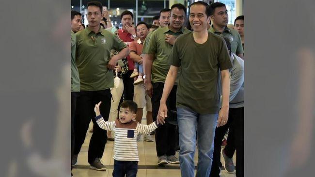 Jokowi menyebut fitnah tentang dirinya antek asing, agen aseng, hingga anak keturunan PKI merupakan bentuk politik tak beradab.