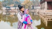<p>Annisa dan Anandito makin cute memakai pakaian tradisional Korea. (Foto: Instagram @anisarahma_12) </p>