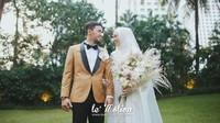 "<p><a href=""https://sport.detik.com/sport-lain/d-4174196/lindswell-kwok-pensiun-usai-persembahkan-emas-asian-games-2018"" target=""_blank"">Achmad Hulaefi dan Lindswell </a>menikah di Hotel Ayana Midplaza, kawasan Sudirman, Jakarta, Minggu (9/12/2018). Foto: lemotionphoto for detikSport</p>"
