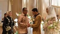 <p>Saat resepsi pernikahan berlangsung, Menpora (Menteri Pemuda dan Olahraga) Imam Nahrawi juga datang lho. Sebelumnya, Imam Nahrawi sudah mendoakan Lindswell dan Hulaefi ke pelaminan. Foto: Kemenpora</p>