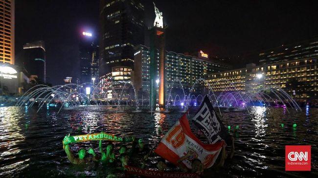 Sebanyak delapan lokasi di DKI Jakarta akan menyalakan cahaya oranye dan merah untuk merayakan ulang tahun Persija Jakarta yang ke-92, pada Sabtu (28/11) malam.