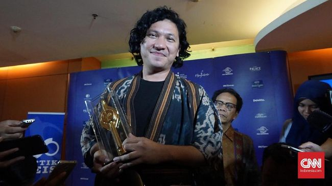 Aktor papan atas Indonesia Gading Marten dikabarkan resmi mengakuisisi saham klub Liga 3, Persikota Tangerang, Jumat (4/6).