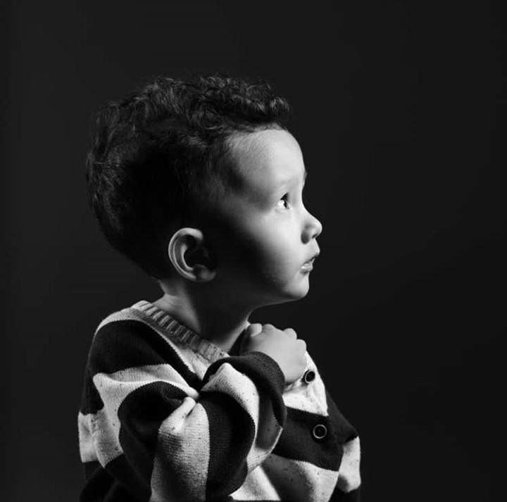 James Nathaniall Christian Halomoan, anak dari Dahlia Poland dan Fandy Christian lagi lucu-lucunya nih, Bun. Intip potretnya, yuk.