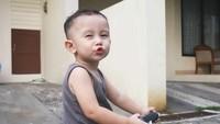 """<p>Duh gemas banget nih sama<a href=""""https://hot.detik.com/celeb/d-4059600/vakum-jadi-artis-saat-terkenal-dahlia-poland-tak-menyesal?_ga="""" target=""""_blank"""">James</a> kalau ekspresinya kaya gini. (Foto: Instagram @dahliachr)</p>"""