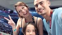 <p>Momen BCL dan keluarga menyaksikan opening ceremony Asian Para Games 2018, Agustus lalu. Seru banget sih. (Foto: Instagram @bclsinclair)</p>