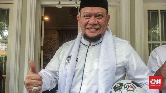 Kubu Prabowo-Sandi mengatakan permintaan maaf La Nyalla soal hoaks Jokowi PKI tak menggugurkan proses hukum. Mantan Ketua Umum PSSI itu harus diproses hukum.