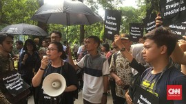 Pedemo di depan JK: Penuntasan Kasus HAM Masih <i>Zonk</i>