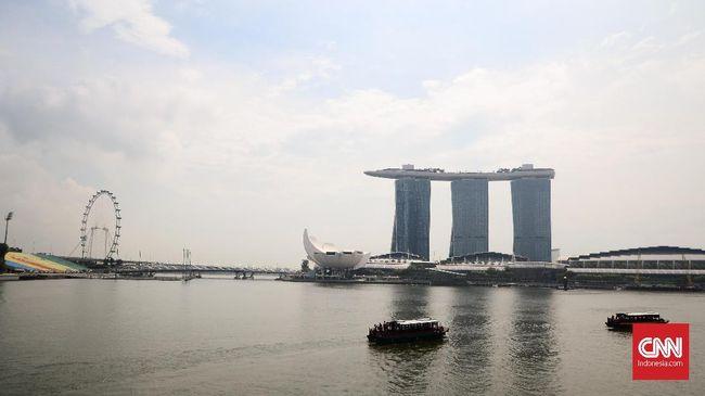 Marina Bay Sands merupakan salah satu hotel paling terkenal di Singapura. Dibuka sejak 2010, pada hotel ini terdapat casino dan  infinity swimming pool.