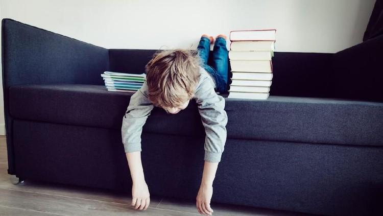 Anak yang terkena cacingan sering mengalami perubahan perilaku. Di antaranya suka marah-marah dan lemas, karena nutrisnya di makan cacing, Bun.