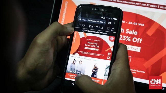 Menkominfo Rudiantara meminta maaf kebijakan pembatasan medsos mengganggu kegiatan jual beli online.