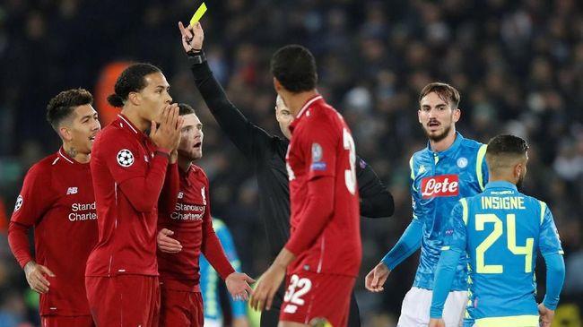 Bek Liverpool Virgil van Dijk berbicara soal tekel horor yang dilakukannya kepada penyerang Napoli Dries Mertens di laga terakhir Grup C Liga Champions.