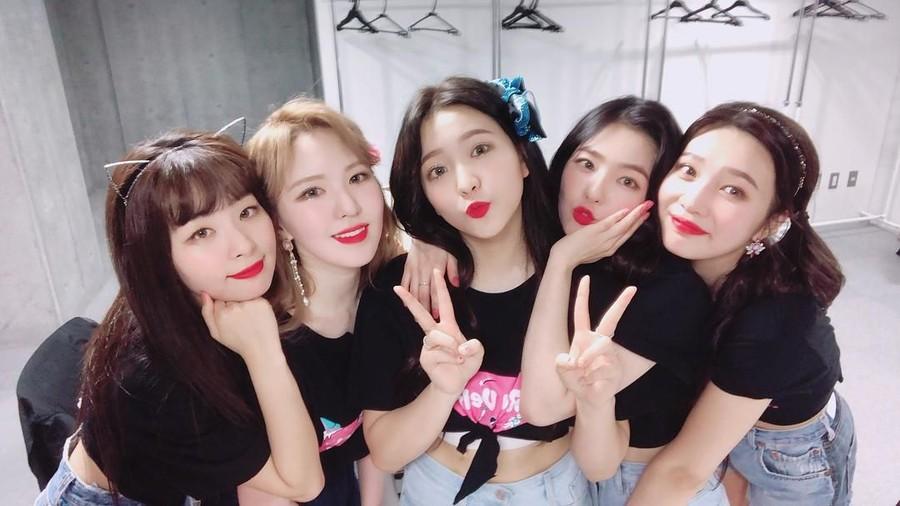 Terlalu Seksi, 4 Busana Red Velvet ini Pernah Tuai Kontroversi