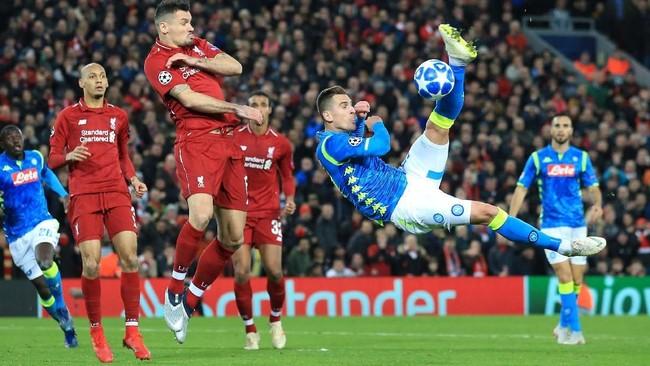 Liverpool berhasil lolos ke babak 16 besar Liga Champions setelah menang tipis 1-0 atas Napoli di Anfield.