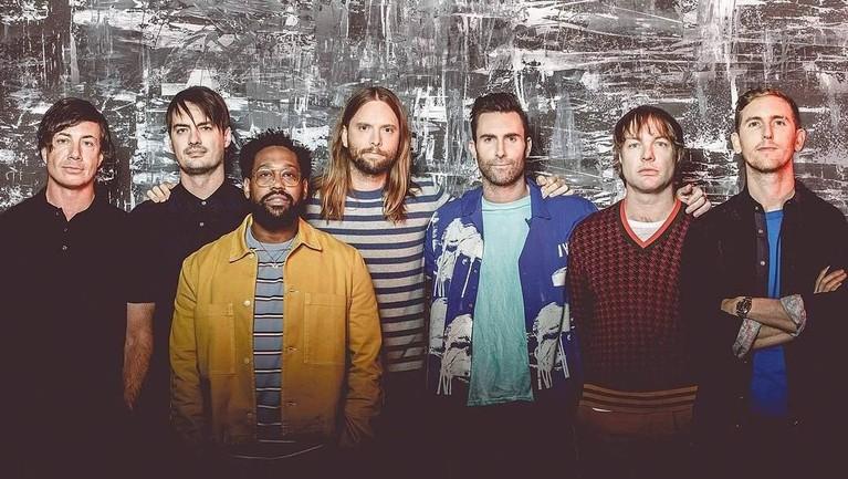 Make Me Wonder. Dirilis pada 2007 silam, lagu dari Maroon 5 ini pernah masuk ke peringkat 49 dalam 100 Best Songs of 2007 versi Rolling Stone.