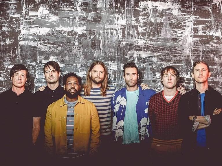 Girls Like You. Musik video dari band beraliran pop rock ini telah ditonton sebanyak 1,43 miliar kali di Youtube. Lagu itu berada di dalam album ketujuh Maroon 5, Red Pill Blues.