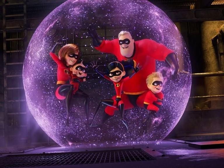 Incredibles 2. Meski sudah 14 tahun berlalu, siapa sangka jika film animasi yang diproduksi Pixar dan Disney ini masih memiliki banyak peminatnya. Incredibles 2 berhasil berada di posisi kedua.