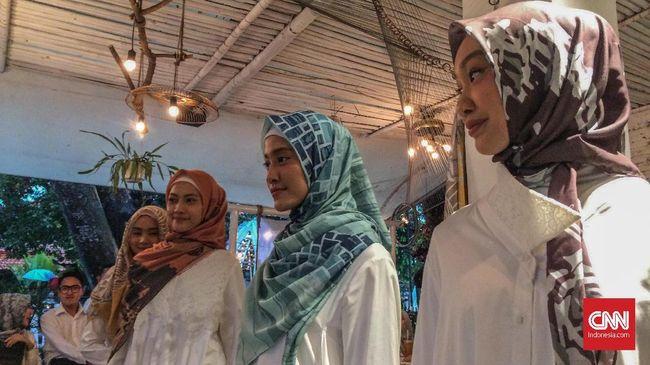 Duet desainer Dian Pelangi dan Barli Asmara merilis koleksi anyarnya yang terinspirasi dari perjalanan keduanya ke Maladewa.