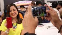Tasya Kamila Semringah Pamerkan iPhone Barunya yang Merah