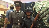 """<p>Pada akhir Oktober lalu, Rizky datang ke acara <a href=""""https://hot.detik.com/book/d-4275106/3-bintang-tamu-indonesia-comic-con-2018-pertama-kali-datang-ke-jakarta"""" target=""""_blank"""">Indonesia Comic Con 2018</a>, 'surganya' para gamers yang digelar tiap tahun. Niat banget nih pakai kostum warrior. (Foto: Instagram @itsrizkyofficial)</p>"""