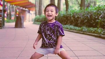 7 Potret Matahari Pendul, Anak Shareefa Daanish yang Menggemaskan