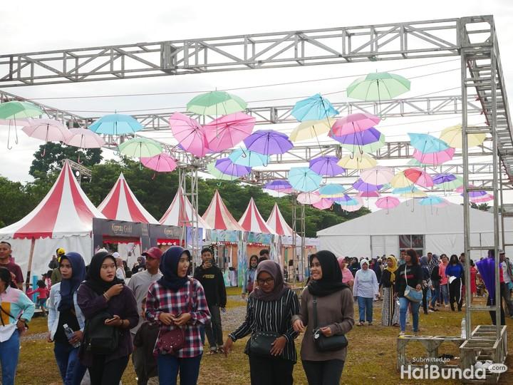 <p>Dalam merayakan ulang tahun yang ke-17, Transmedia mengadakan acara meriah di Lapangan Transcity BSD, Tangerang. (Foto: Amelia Sewaka)</p>