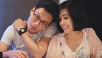 <p>Rendy dan Mia kini sedang sibuk-sibuknya membesarkan buah hatinya, Dara. (Foto: Instagram @miasesaria)</p>