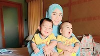 <p>April Jasmine dikaruniai anak kembar di kehamilan keduanya. Namanya Aqil dan Mahier. (Foto: Instagram @apriljasmine85)</p>