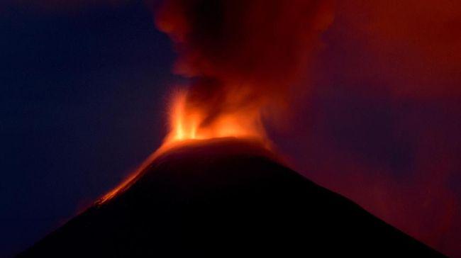 Gunung berapi merupakan objek wisata yang indah sekaligus menantang, sehingga keselamatan wajib diperhatikan.
