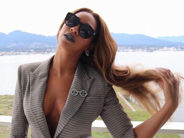 Beyonce. On the Run II Tour berakhir pada 8 Oktober lalu. Konser sang diva Pop ini telah meraup keuntungan sebesar Rp3,7 triliun. Beyonce tampil sebanyak 48 kali dalam pertunjukkannya.