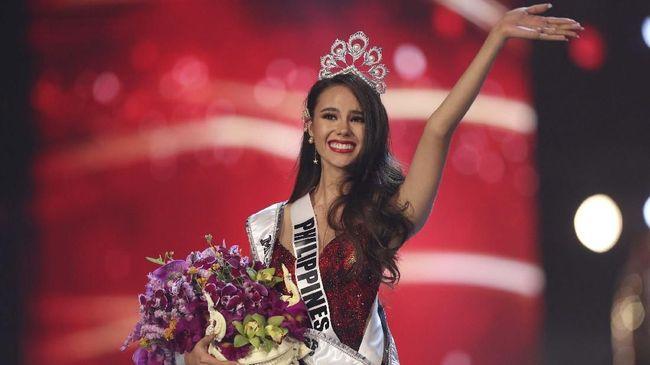 Saat Miss Universe 2018 Catriona Gray berusia 13 tahun, ibunya pernah bermimpi putrinya itu akan menjadi Miss Universe dalam balutan gaun merah.