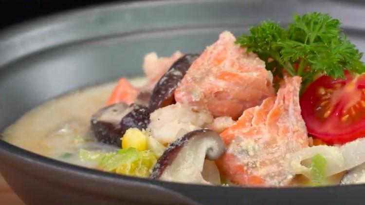 Salmon dan susu kedelai punya kandungan gizi tinggi. Nah, bagaimana jika kemudian kedua bahan ini kita gabung menjadi satu?