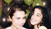 <p>Keseruan ulang tahun Bunda Uthe bersama putri tercinta. (Foto: Instagram @ nadinemmanuella)</p>