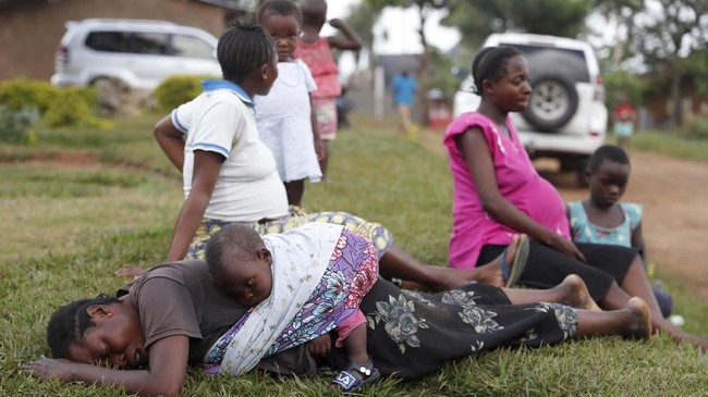 Wabah ebola terus membuat warga Kongo khawatir. Sebanyak 319 warga dilaporkan meninggal akibat virus mematikan tersebut.