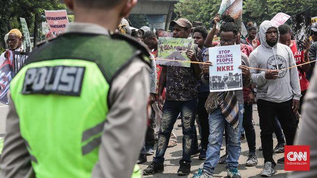 Setelah diadang aparat gabungan untuk melakukan aksi di depan Mabes TNI AD, gabungan aktivis Papua menggeser aksi mereka memperingati Trikora di Komnas HAM.