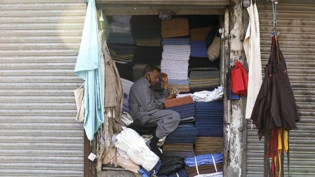 Pertumbuhan ekonomi Pakistan diperkirakan mencapai titik terendah sembilan tahun, merosot ke hampir 2,9 persen.