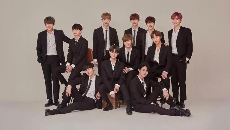 Memulai debutnya pada 2017, grup boyband Wanna One ini berhasil menduduki posisi ke 3 sebagai Idol Korea berpengruh.