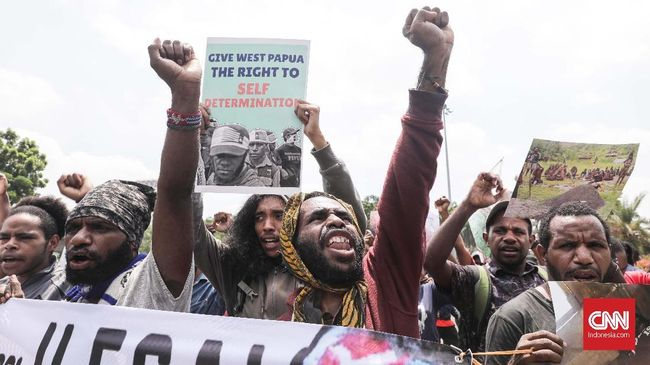 Rekam jejak kedua capres, Jokowi dan Prabowo, dinilai tak beres dalam penyelesaian kasus pelanggaran HAM di Papua. Golput dinilai jadi pilihan rasional.