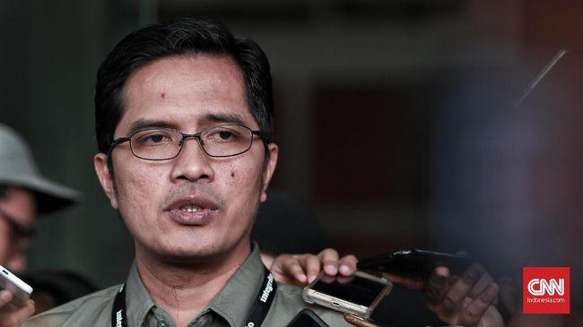 KPK memeriksa lima anggota DPRD Kabupaten Bekasi yang diduga menerima aliran uang suap proyek pembangunan apartemen Meikarta.
