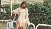 <p>Cantiknya Goo Hye-sun bersama bocah cilik ini. (Foto: Instagram/kookoo900)</p>