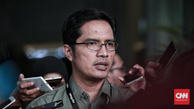 Paslon Machfud Arifin-Mujiaman menunjuk Febri Diansyah dan mantan aktivis ICW Donal Fariz jadi anggota tim hukum.