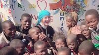 <p>Hatinya secantik wajahnya. Goo Hye-sun jadi relawan UNICEF bagi anak-anak di Afrika lho, Bun. (Foto: Instagram/kookoo900)</p>