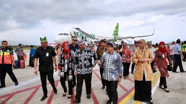 Bupati Banyuwangi Abdullah Azwar Anas menyampaikan terima kasihnya ke pemerintah pusat yang telah mendukung pengembangan bandara-bandara di daerah.