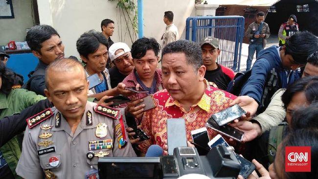 Wakil Wali Kota Surabaya mengatakan untuk tahap awal recovery Jalan Gubeng, pihaknya mengajukan pembangunan dam beton.
