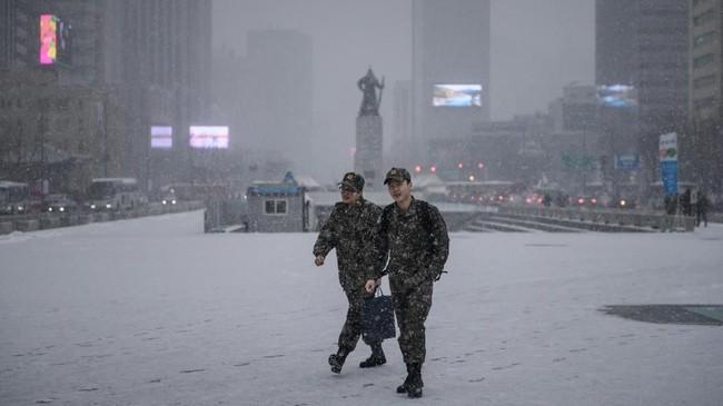 FOTO: Salju Turun di Seoul
