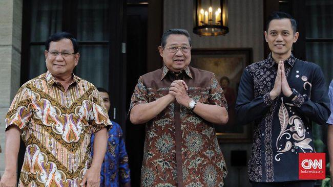 Prabowo menyempatkan diri membesuk Ani Yudhoyono di tengah-tengah agenda safari politik di Jawa Tengah dalam rangka Pilpres 2019.
