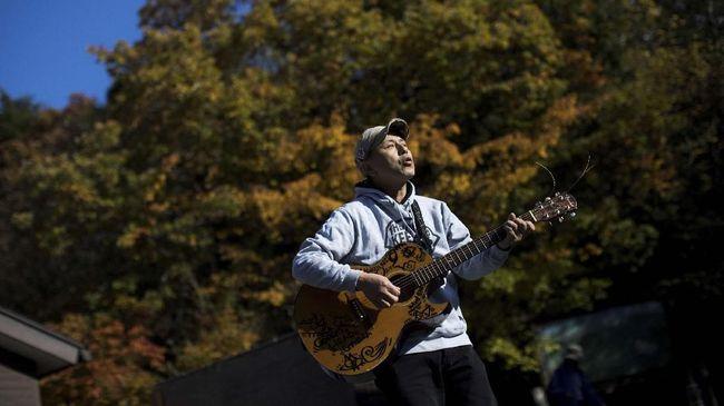 Lagu 'Imagine' karya John Lennon ia kumandangkan demi mengusir orang-orang yang berencana bunuh diri di Hutan Aokigahara.